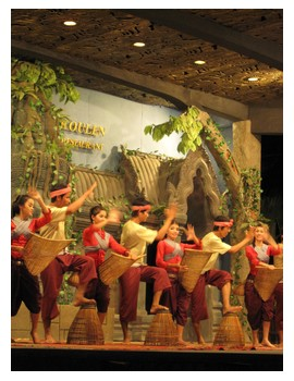 Apsara group performance at Koulen 2 restaurant