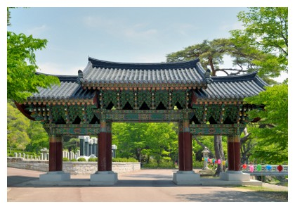 Tongdosa temple in Busan, Korea - ©iStockphoto.com/Joesboy