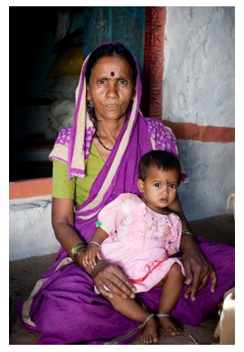 An Indian woman and her child, ©iStockphoto.com/VikramRaghuvanshi