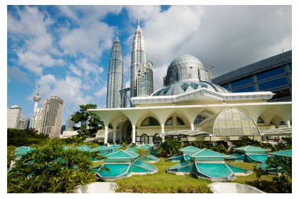 Mosque in KL, Malaysia - ©iStockphoto.com/CWLawrence