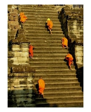 Novices and monks climbing a temple in Cambodia Photo: yangshuo ©iStockphoto.com/yangshuo