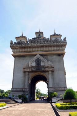 Patouxai monument in Vientiane