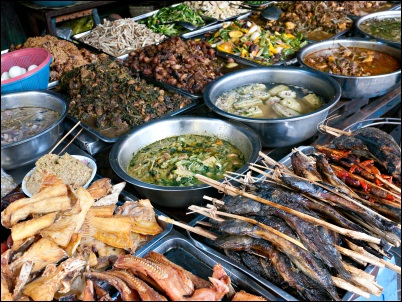 Food in Phnom Penh, Food at Kandal market in Phnom Penh: ©iStockphoto.com/epixx