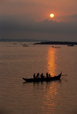 Fishing boat near Phnom Penh, ©iStockphoto.com/Kasei