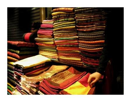 Shopping in Cambodia, ©iStockphoto.com/yangshuo